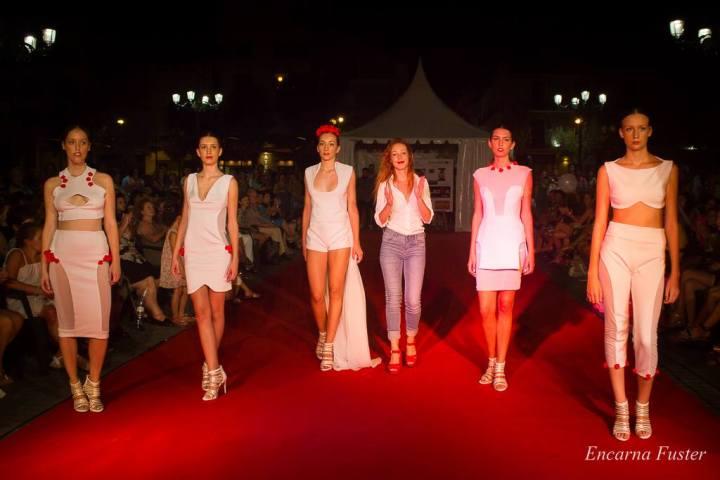La diseñadora junto a las modelos de su colección Pure Femme