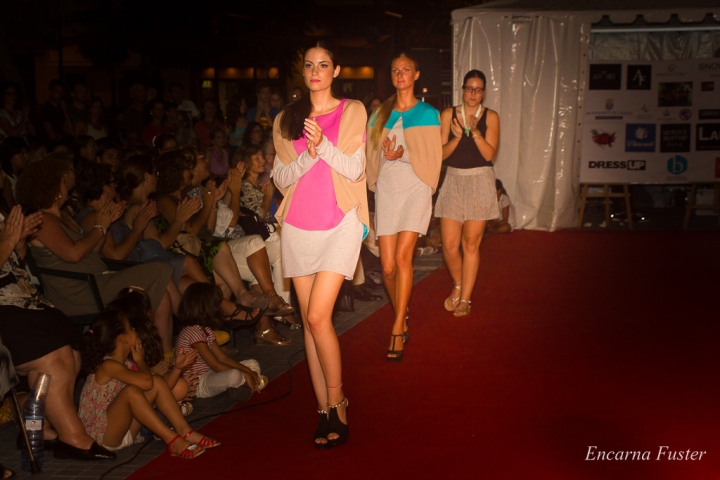 La diseñadora Blanca Calabuig junto a las modelos de su colección Osiris
