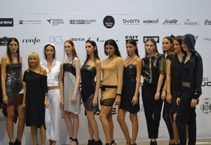 Angélica de la Rue junto a sus modelos en su colección Butterfly