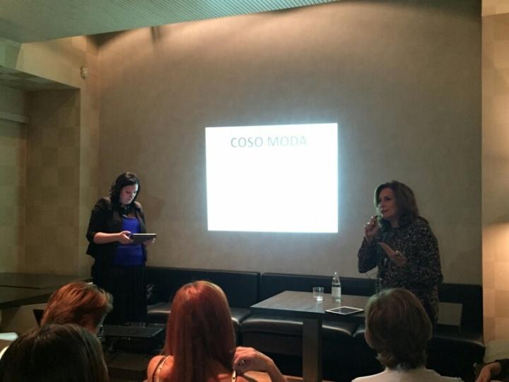 Paloma Silla y Amparo Ferrando durante la tertulia de la Fundación COSO Moda